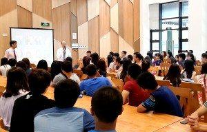 Dr. So encouraged students to practise lifelong learning 蘇博士勉勵同學培養終生學習的態度