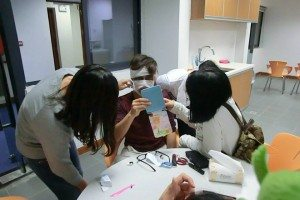 Make-up and dress to impress before the party starts! 派對開始前上個嚇人的妝!