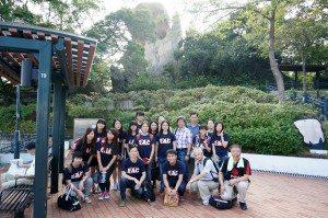 The group left their footprint under the Fish Tail Rock in Hoi Sum Park. 書院師生們在海心公園的魚尾石之下留下了足跡。