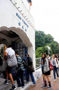 The group visited Khalsa Diwan Sikh Temple.   書院師生們參觀錫克廟。