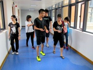 SHEAC students were patiently introducing different aspects of College life to the parents. 書院同學耐心地為到訪的家長介紹各個層面的大學生活。