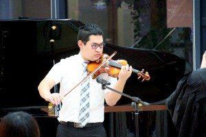 "Robin Liu (Year 1 Electrical & Computer Engineering) played a violin solo ""Csardas"". 劉乃斌同學表演《查爾達什舞曲》小提琴獨奏。"