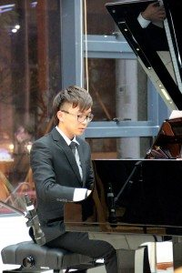 "Mr. Sou Ian delivered a remarkable piano performance entitled ""My Destiny"".  蘇昕同學彈奏了《My Destiny》醉人鋼琴樂章。"