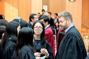 Students had casual conversation with College Fellows. 同學們趁機會找書院導師聊天。