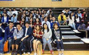 College Master and students attended the tournament finals and cheered for the team. 書院院長和同學們到場觀戰為籃球隊打氣。