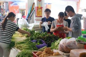 Career experiential activity: working in a wet market 職業體驗活動:在菜市場工作