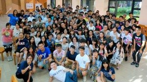 Group photo after a series of exciting ice-breaking games. 完成一系列令人興奮的破冰遊戲後合影留念。