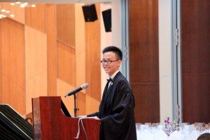 晚宴主持劉騰然同學(政府與公共行政學系,一年級) Emcee of the Commencement Dinner: Lao Tang In, Michael (Government and Public Administration, Year 1)