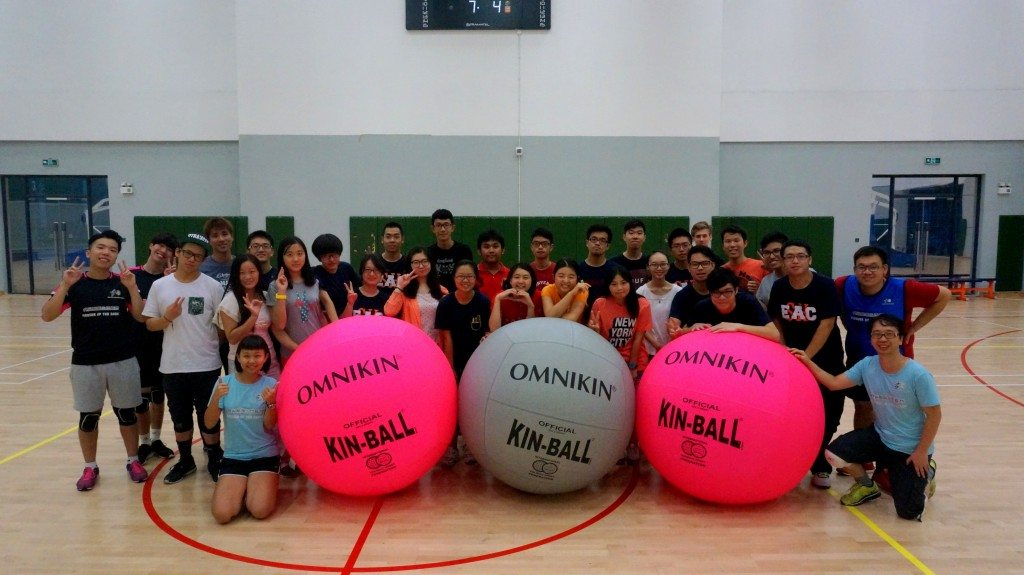 "Group photo in the end of the ""UM Kin-Ball Fun Day""  「澳大健球體驗日」活動後合照留念"