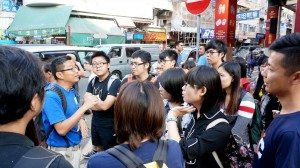 A tour in the Sham Shui Po to observe the urban development and housing issues. 大隊深入深水埗社區實地觀察城市發展及居住問題。