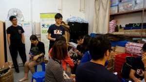 At the debriefing session, students shared their points of view about local poverty and other social problems they observed and learned during the trip.  最後的匯報會上,同學們分享他們對通過本體驗之旅所了解到的貧窮和其他社會問題的的反思。
