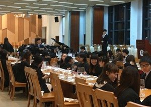 Students running for the election conveyed about their platforms after the High Table Dinner.  參選同學們在高桌晚宴結束後進行了政綱宣講。