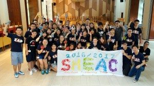 Student leaders made a banner for the SLP with their hand prints. 學生領袖用手印製作了一條橫幅。