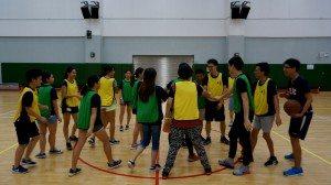 "Team cheers after winning the ""Golden Child"" team challenge. 贏得了「金童子」競賽的小組在活動後一起喝彩慶祝。"