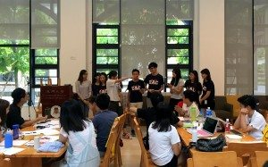 HA leaders presented their freshmen orientation plans. 書院學生會介紹他們的迎新活動計劃。