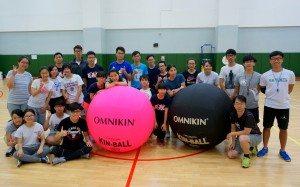 參與者與教練們合照。 Group photo of all participants and the coach team from HKKA after the event.