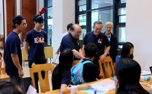 Rector and Vice Rector (Student Affairs) came to visit SHEAC on the freshmen move-in day. 校長和學生事務副校長來看望大一新生到書院報到的情況。