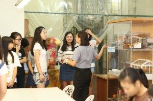 Introduced displays of handcrafts made by inmates.  在囚人士製作的手工藝品的展示。