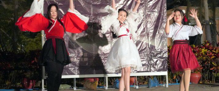 Glamourous group dance performance  迷人的舞蹈表演
